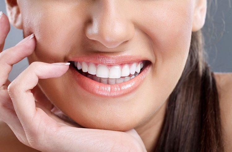 Inilah 12 Cara Memutihkan Gigi Secara Alami yang Bakalan Membuat Gigi Anda Putih Berkilau