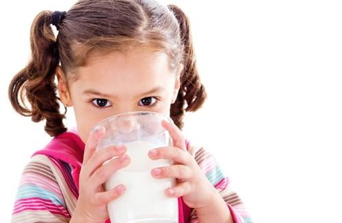 minum susu untuk mencegah gigi menguning