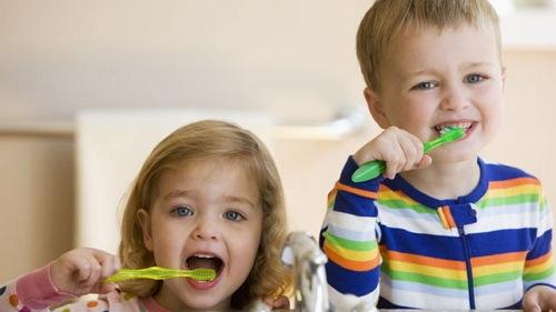 rutin menggosok gigi