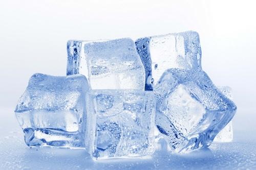 es batu untuk memerahkan bibir