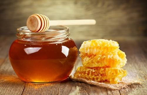 memerahkan bibir dengan gula jawa dan madu