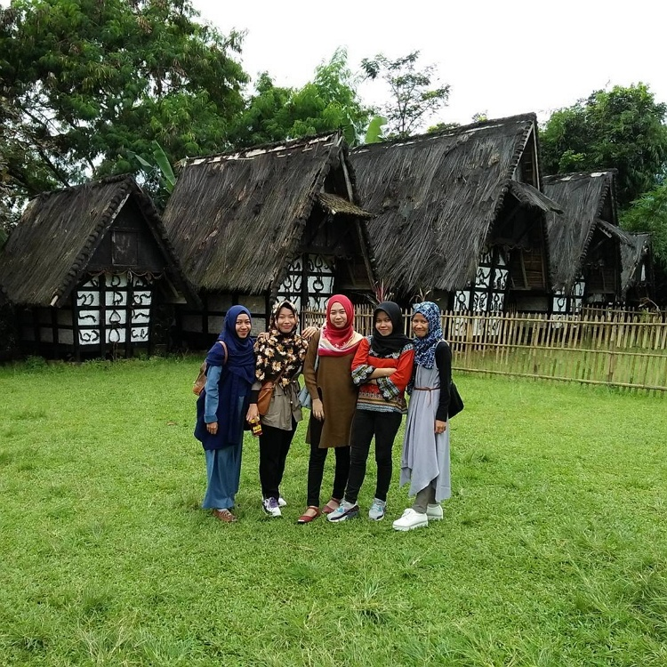 Kampung Budaya Sindang
