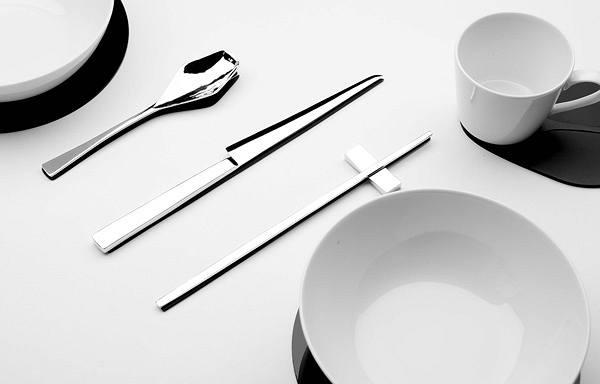Cuci bersih peralatan makan