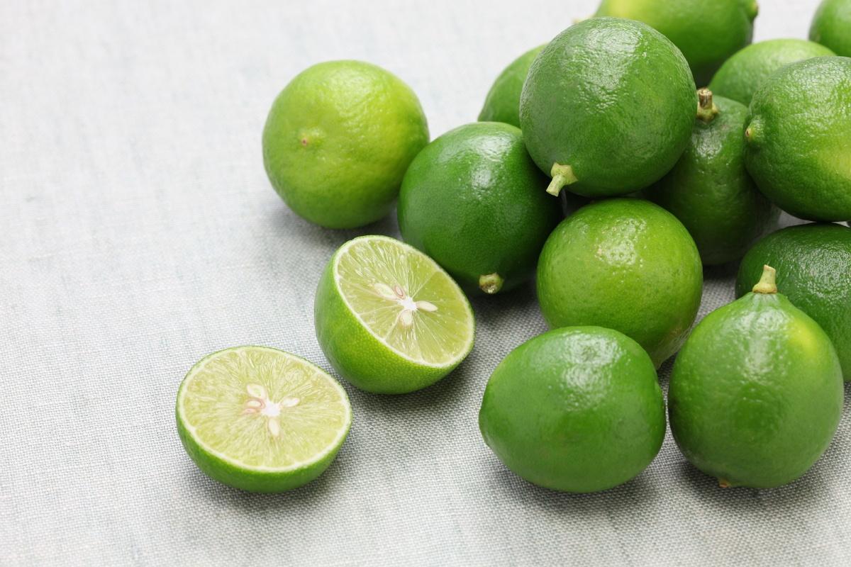 Mengecilkan Perut Dengan Minum Air Jeruk Nipis, Benarkah Terbukti?