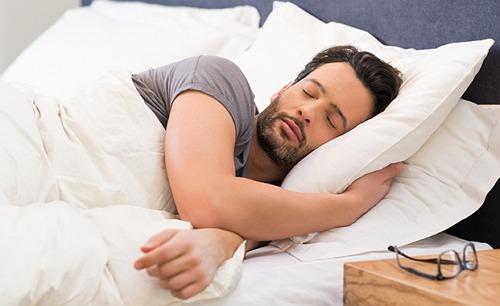 Tidur dengan sandaran kepala yang lebih tinggi