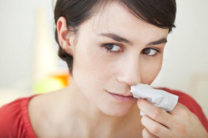 cara mengatasi mimisan dan obat alaminya