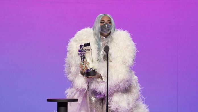 Masker Lady Gaga Buatan Desainer Indonesia Mety Choa Maison Met