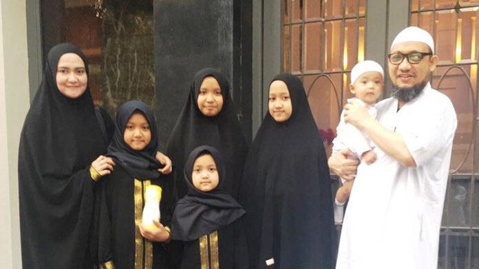 Novel Baswedan dan Keluarga Positif Covid