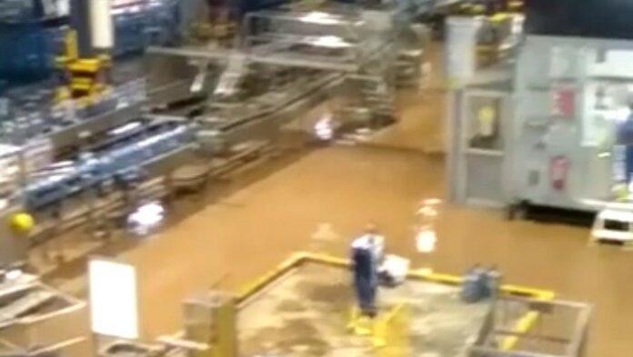 pabrik Aqua banjir bandang