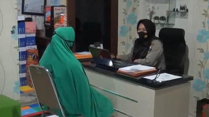 Proses pemeriksaan Ibu yang Pukuli Anak di Malang